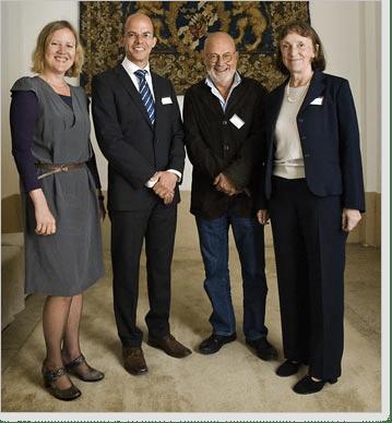 Årets pristagare Bengt Fadeel och Stefan Jarl flankeras av årets prisudelare tillika 2006 års pristagare Christine Wennerås och Eva Millqvist.
